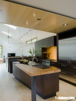 Tủ bếp thiết kế phá cách độc đáo và nhiều công năng