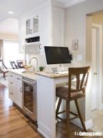 Tủ bếp gỗ sồi Mỹ sơn trắng hiện đại và đa năng, kết hợp góc làm việc