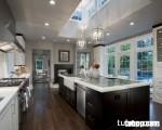 """Không gian bếp tuyệt hảo với đảo bếp """"vĩ đại"""" và ngập tràn ánh sáng"""