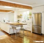 """Tủ bếp laminate màu trắng nhưng lại rất """"sặc sở"""" bởi sự tài tình của nhà thiết kế"""