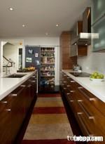 Sử dụng tủ bếp laminate vân gỗ cho thiết kế bếp song song