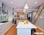 Tủ bếp Laminate màu trắng sữa, giúp không gian bếp cực kỳ quyến rũ và tinh tế