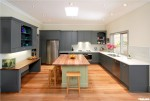 Tủ bếp gỗ xoan đào sơn men màu chữ U có đảo TBT0039