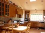 Tủ bếp gỗ xoan đào TBT0049