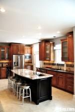 Tủ bếp gỗ Xoan Đào hình chữ L có bàn đảo – TBB240