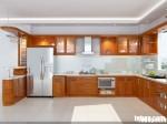 Tủ bếp gỗ xoan đào, có quầy bar – TBB024