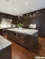 Tủ bếp gỗ Căm Xe có bàn đảo – TBB235
