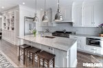 Tủ bếp gỗ Sồi tự nhiên sơn men có bàn đảo và hệ tủ kho – TBB036