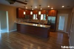 Tủ bếp gỗ Xoan Đào tự nhiên sơn men trắng hình chữ L TBT0483