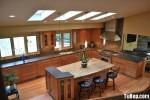 Tủ bếp gỗ Tần Bì kết hợp bàn đảo – TBB375
