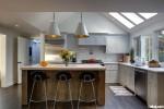 Tủ bếp gỗ tự nhiên sơn men có đảo TBT0439