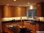 Tủ bếp gỗ tự nhiên Tần Bì kết hợp bàn đảo – TBB414