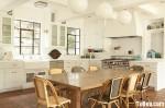 Tủ bếp gỗ tự nhiên Sồi sơn men kết hợp bàn đảo – TBB371