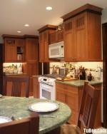 Tủ bếp gỗ tự nhiên Tần Bì kết hợp bàn đảo – TBB301