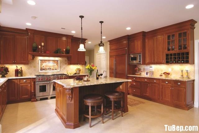 2407 2 Tủ bếp gỗ tự nhiên Căm Xe kết hợp bàn đảo – TBB389