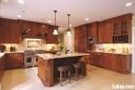 Tủ bếp gỗ tự nhiên Căm Xe kết hợp bàn đảo – TBB389