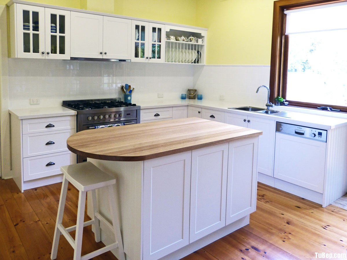 xoan đào sơn men3 Tủ bếp gỗ xoan đào sơn men có đảo TBT0333