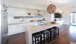 Tủ bếp gỗ Laminate có đảo màu trắng TBT0384