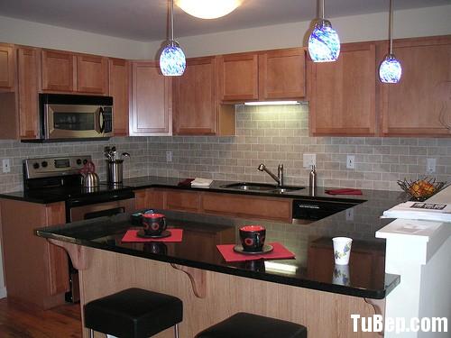 2707 6 Tủ bếp gỗ tự nhiên Xoan đào kết hợp bàn bar – TBB411