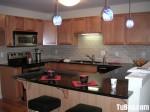 Tủ bếp gỗ tự nhiên Xoan đào kết hợp bàn bar – TBB411