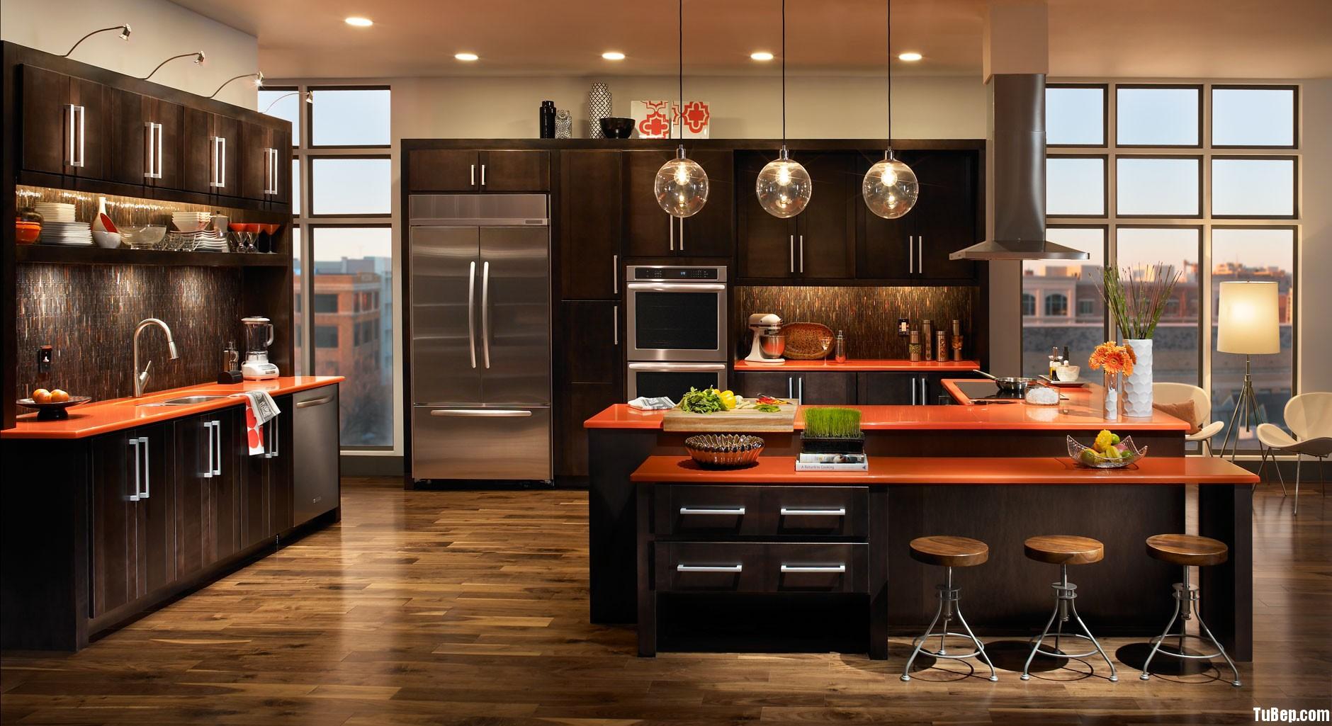gỗ tự nhiên sơn men đen Tủ bếp gỗ tự nhiên sơn men có đảo TBT0389
