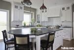 Tủ bếp gỗ Laminate màu trắng phối vân gỗ hình chữ L có đảo TBT0562