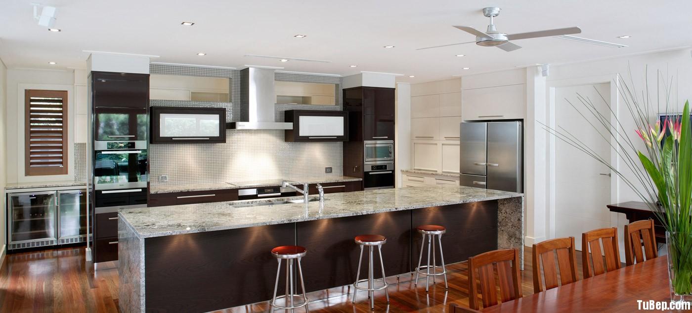 Acrylic nâu kết hợp với laminate vân gỗ Tủ bếp gỗ Acrylic kết hợp Laminate có đảo TBT0318