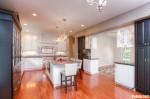 Tủ bếp gỗ Sồi sơn men màu trắng kết hợp đen TBT0486