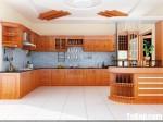 Tủ bếp gỗ Xoan Đào chữ L có quầy bar TBT0618