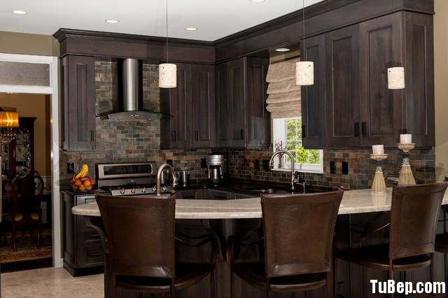 traditional kitchen cabinets 14 Tủ bếp gỗ Xoan đào sơn men đen chữ L có đảo vòng cung TBT0557