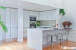 Tủ bếp gỗ Acrylic màu trắng có đảo TBT0623