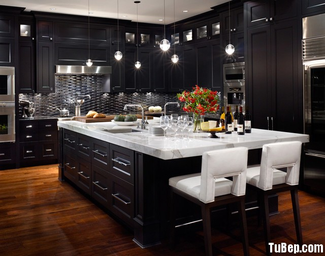 traditional kitchen cabinets 13 Tủ bếp gỗ tự nhiên sơn men màu đen chữ L có đảo TBT0551