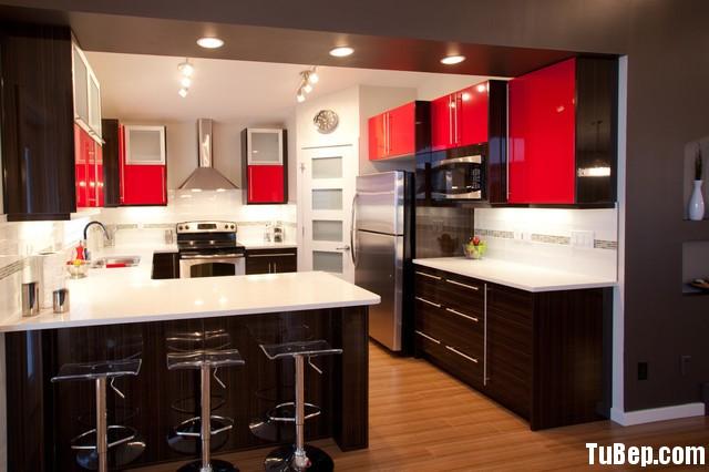 tu bep go cong nghiep 33 Tủ bếp gỗ Acrylic màu đỏ phối vân gỗ sọc TBT0611