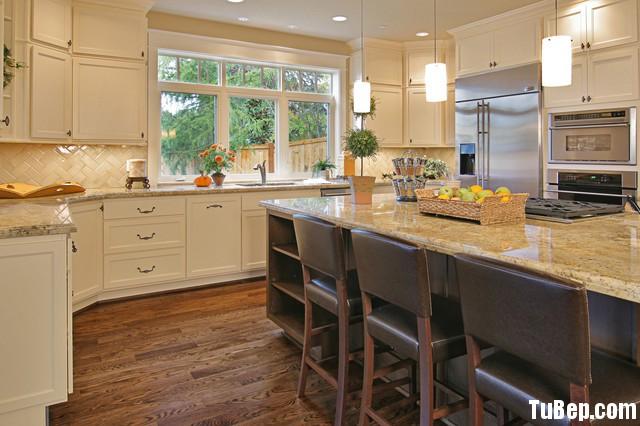 2407 3 Tủ bếp gỗ tự nhiên sơn men trắng + bàn đảo – TBB591