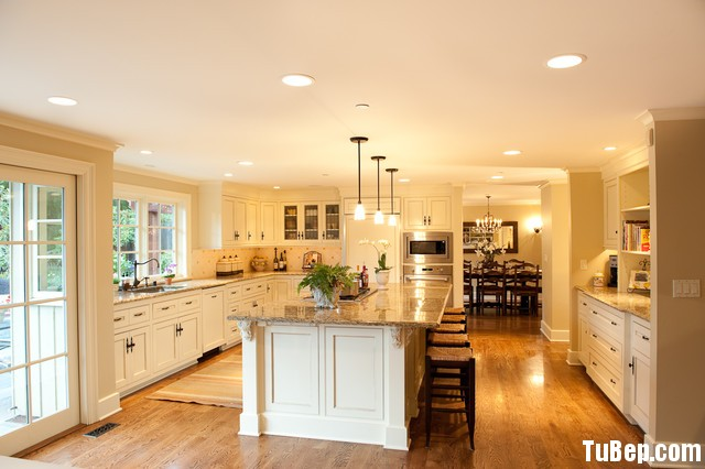 traditional kitchen cabinets 41 Tủ bếp gỗ Xoan đào sơn men trắng có đảo TBT0658