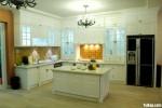 Tủ bếp gỗ Sồi Mỹ sơn men trắng chữ L có bàn đảo TBT0732