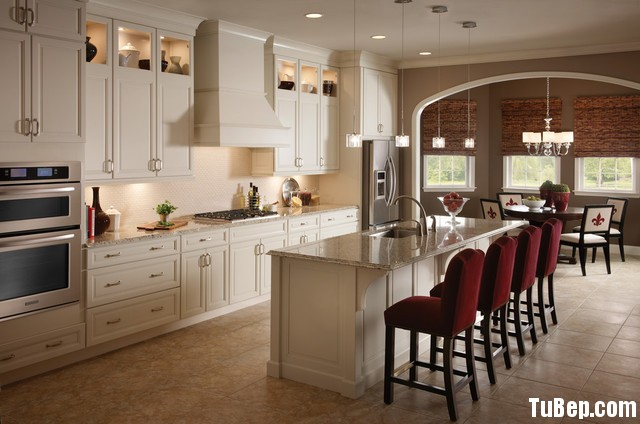 traditional kitchen cabinets 45 Tủ bếp gỗ tự nhiên sơn men trắng chữ I có bàn đảo TBT0654