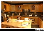 Tủ bếp gỗ Tần Bì tự nhiên có đảo – TBB687