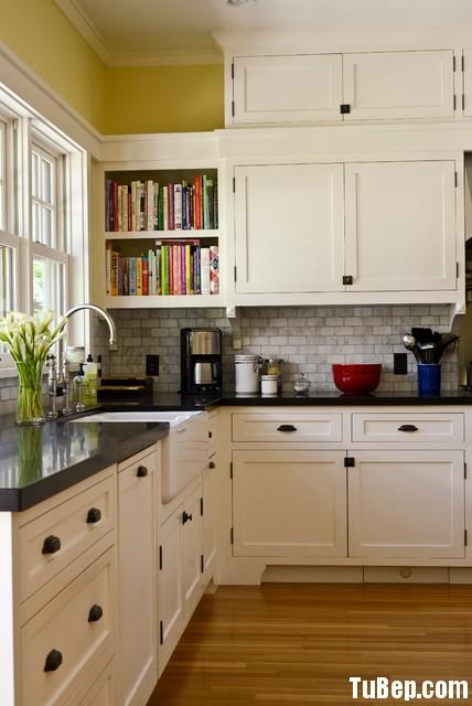 tủ bếp có giá sách 1408 Tủ bếp gỗ tự nhiên sơn men trắng – TBB657