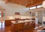 Tủ bếp gỗ Laminate màu trắng phối vân gỗ chữ I có bàn đảo – TBB0878