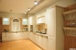 Tủ bếp gỗ Sồi sơn men trắng, chữ L – TBB 1060