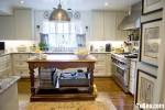 Tủ bếp gỗ Xoan Đào sơn men trắng hình chữ U có đảo TBT1010