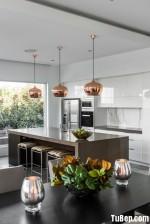 Tủ bếp Acrylic màu trắng kèm đảo đá tinh tế – TBN3278