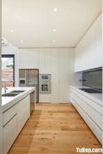 Tủ bếp Acrylic bóng gương màu trắng chữ L có đảo – TBN3182