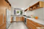 Tủ bếp gỗ Laminate màu vân gỗ chữ U có hệ khung tủ lạnh và hệ tủ khô – TBT1502