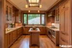Tủ bếp gỗ xoan đào tự nhiên sơn PU dạng chữ U có bàn đảo – TBB 2122