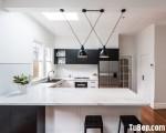 Tủ bếp chữ U chất liệu Sồi Mỹ sơn men trắng đen tinh tế – TBN5076