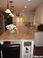 Tủ bếp gỗ Dỗi sơn men trắng thiết kế kiểu chữ L phù hợp với không gian bếp nhỏ – TBT2435
