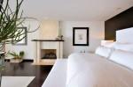 Phòng ngủ ấm cúng với thiết kế lò sưởi