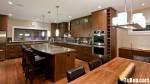 Tủ bếp gỗ Căm Xe tự nhiên chữ L kết hợp bàn đảo – TBB3546